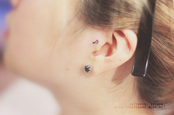 minimalistic-feminine-discreet-tattoo-seoeon-21_resultat