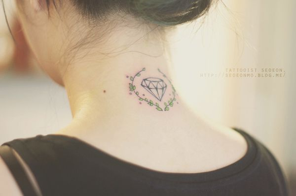 minimalistic-feminine-discreet-tattoo-seoeon-24_resultat
