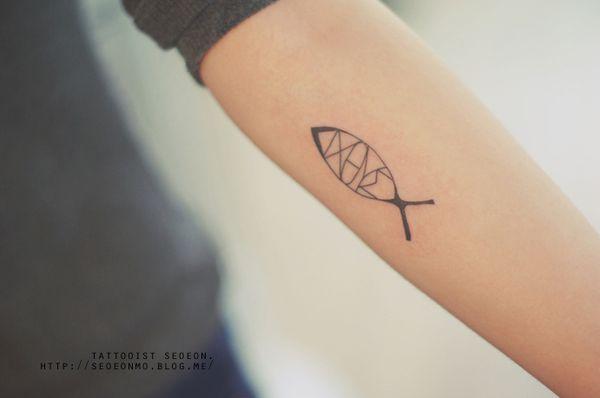 minimalistic-feminine-discreet-tattoo-seoeon-25_resultat