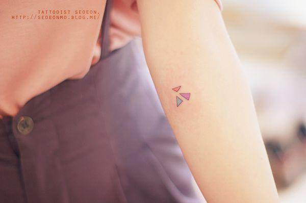 minimalistic-feminine-discreet-tattoo-seoeon-26_resultat