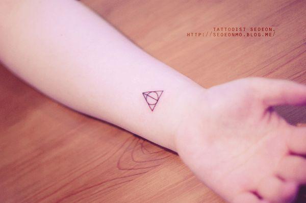 minimalistic-feminine-discreet-tattoo-seoeon-27_resultat