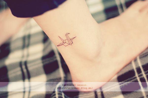 minimalistic-feminine-discreet-tattoo-seoeon-31_resultat