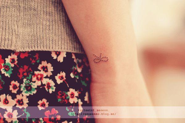 minimalistic-feminine-discreet-tattoo-seoeon-32_resultat