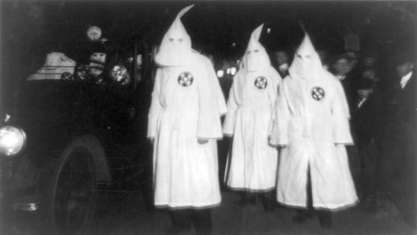 1024px-Ku_Klux_Klan_Virgina_1922_Parade