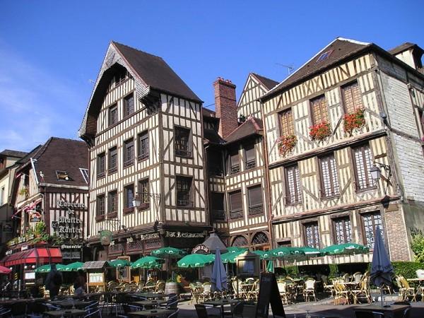 800px-Troyes_centre_ville1