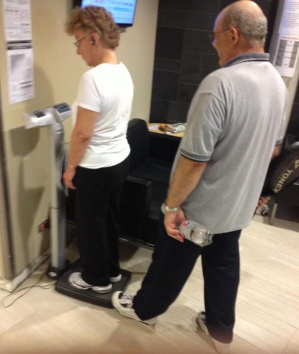 old-couples-having-fun-17__605
