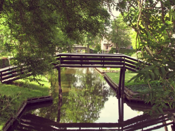 Giethoorn-Bridges-Hojjat_-Flickr