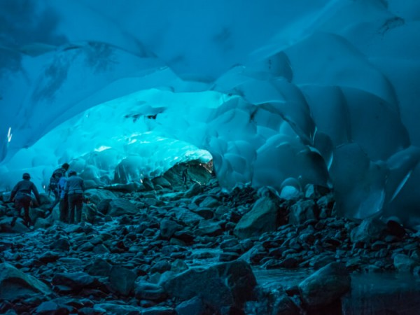 Mendenhall-Cave-Andrew-E.-Russel-Flickr
