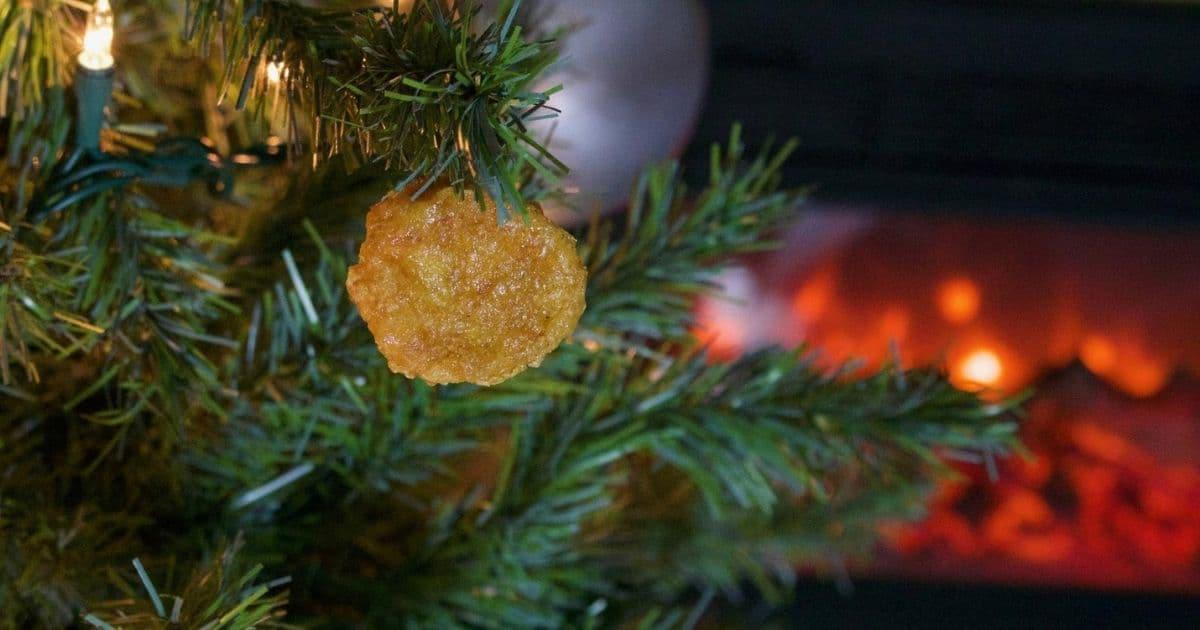 Une décoration de sapin nuggets, pour un Noël original (et gras)